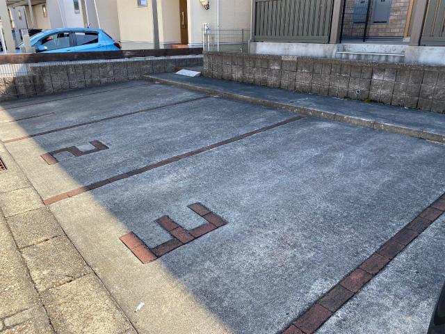 サニーガーデンⅡ 駐輪場・駐車場