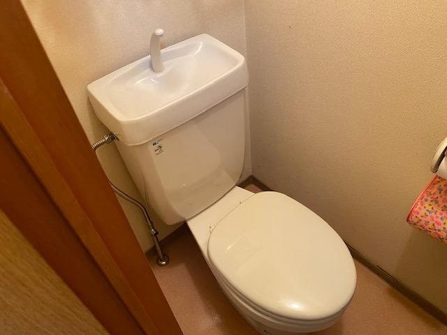 トイレタンクの水が止まらない件への対応 便器一式の交換