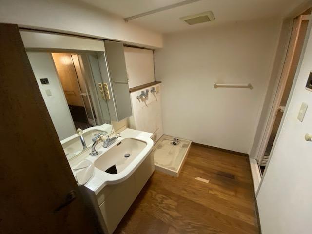 リバピア中央台10棟302号室のリフォームを始めます。